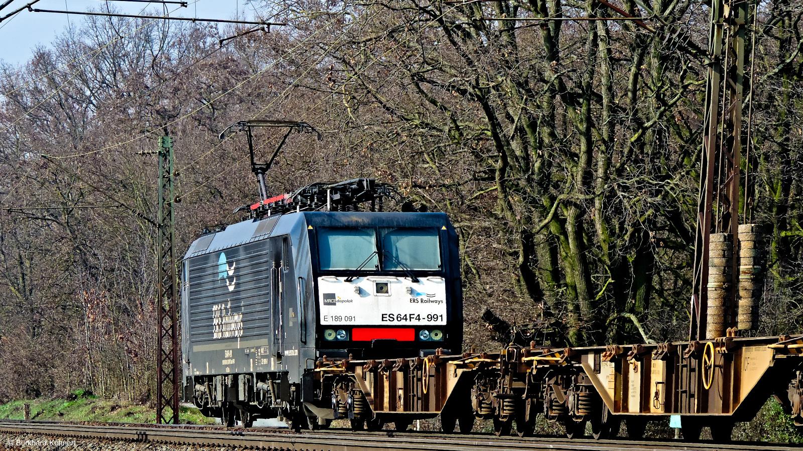 189 091 ES 64 F4-991 ERS Railways mit einem gem. Güterzug kurz vor Mainz-Bischofsheim