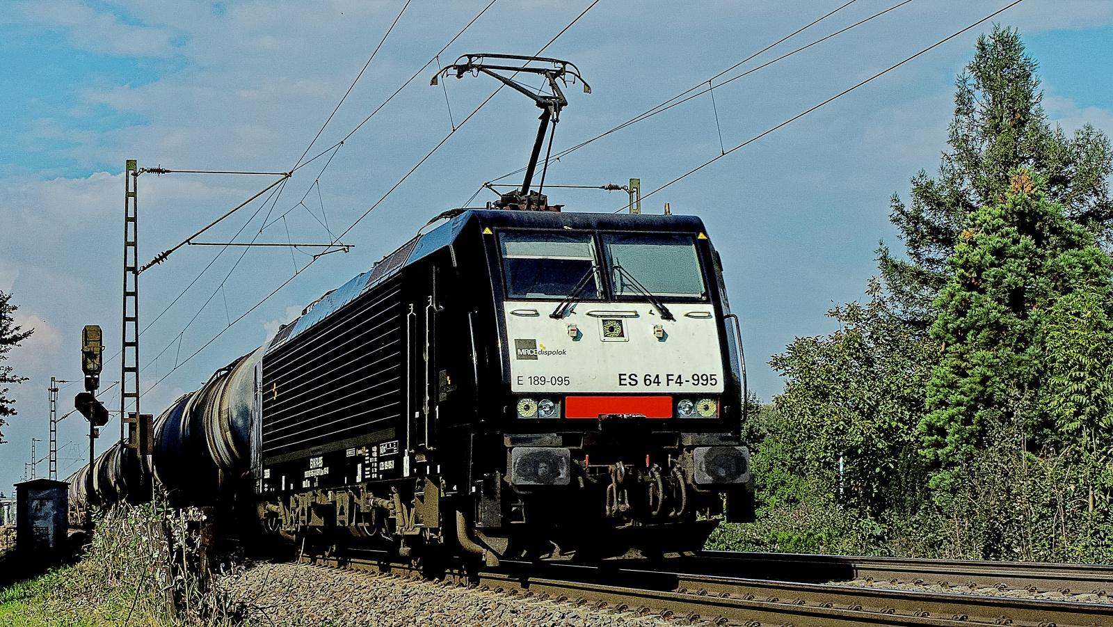 189 095 ES 64 F4-995 MRCE dispolok mit einem Kesselzug
