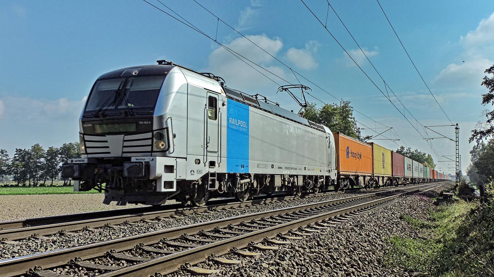 193 803-4 Railpool mit einem Containerzug