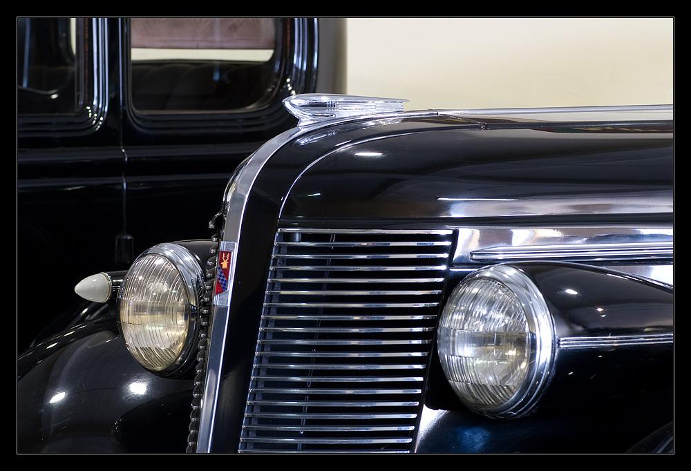 1937er Buick Century 4 Door Sedan, Front in Chrom