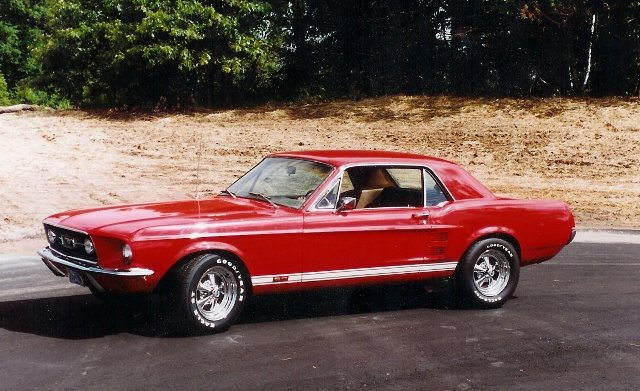 1967 ford mustang und porshe rot farbe foto bild autos zweir der verkehr fahrzeuge. Black Bedroom Furniture Sets. Home Design Ideas