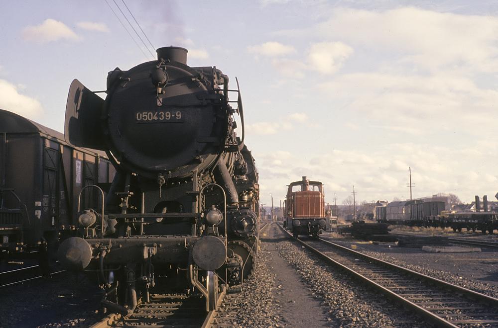 1972: Wintersonne mit Dampf und Diesel