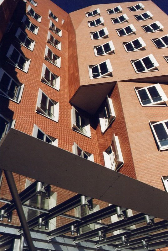 1999 Gehry Backsteinhaus 2 reload