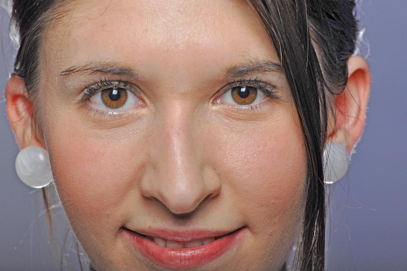 2 braune Augen