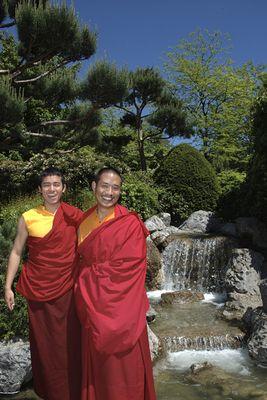 2 Buddhistische Mönche