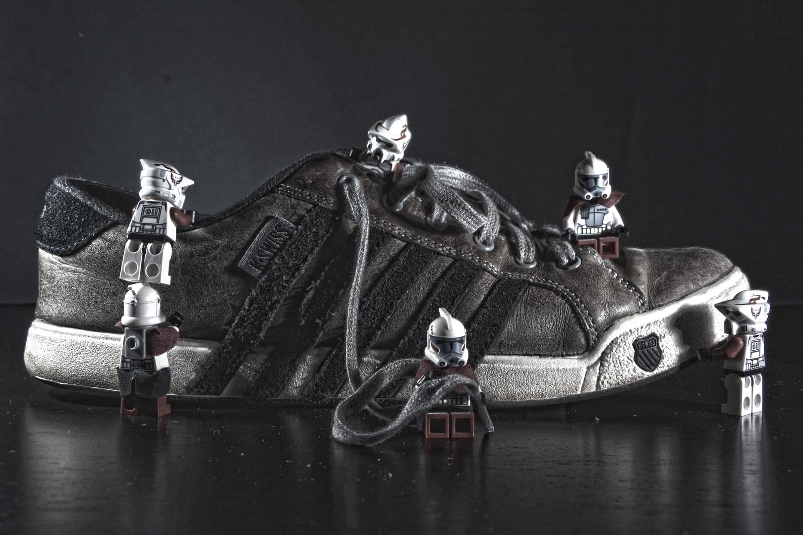 2 clones 1 shoe