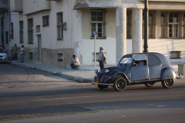 2 CV in Havanna