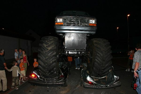 2 Fliegen - äh Autos - mit einer Klatsche - einem Truck - erwischt :-))