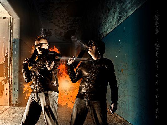 2 Gun Men