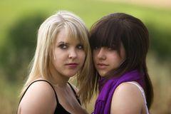 2 junge Schönheiten