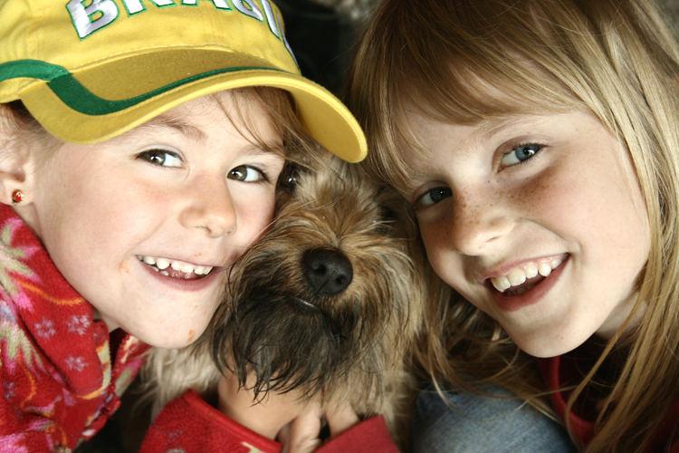 2 Kinder und ein Hund
