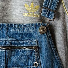 2 Klassiker der 90er: H&M Rocky Latzjeans & und Adidas Pulli