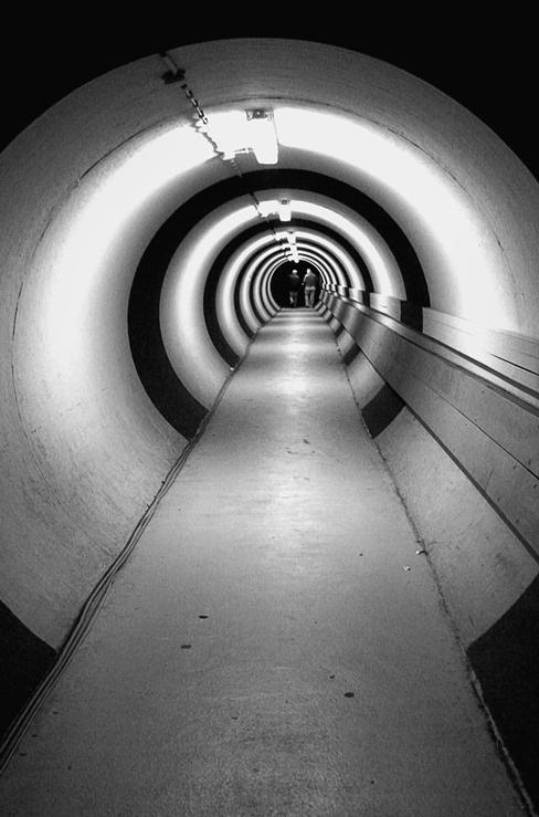 2 Männer und 1 Tunnel