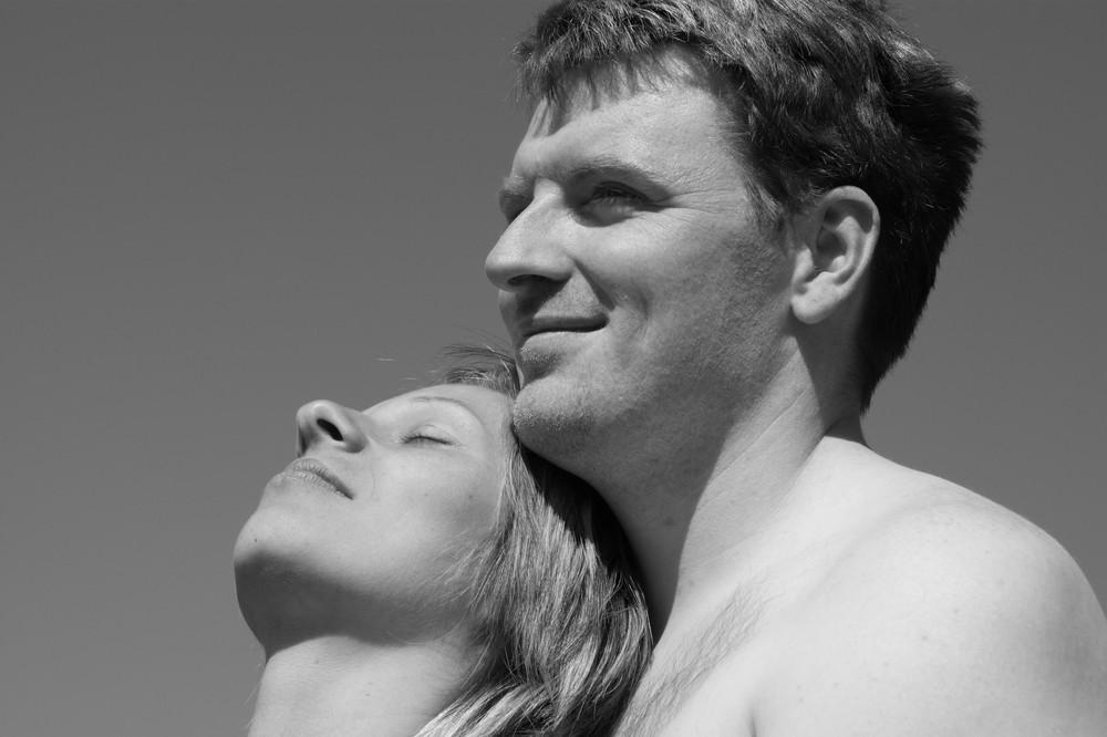 2 menschen lieben sich auch noch nach 10 jahren wie am ersten tag