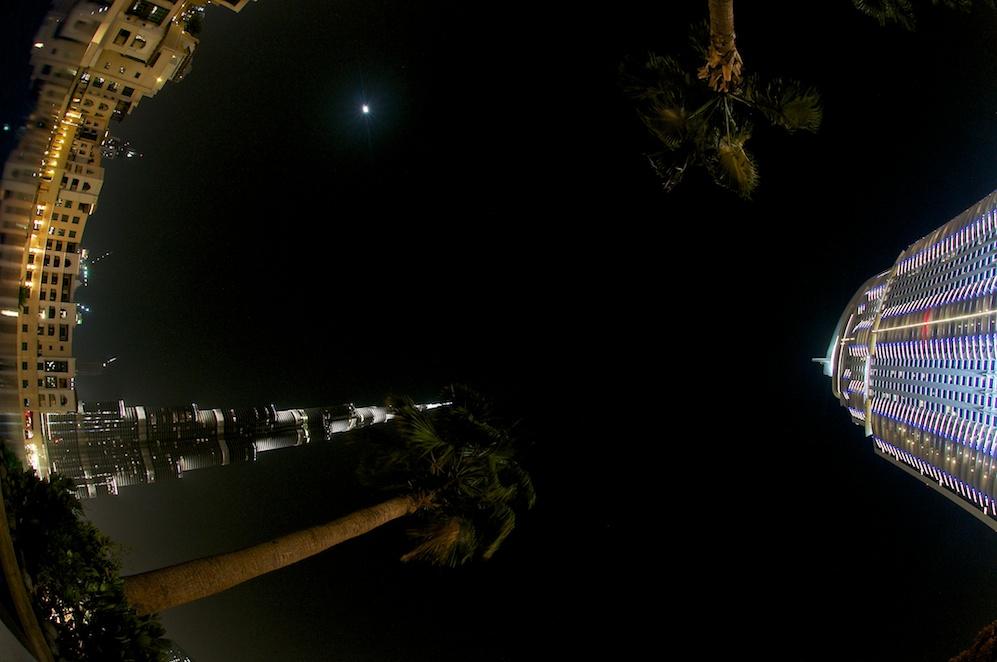 2 mit Mond