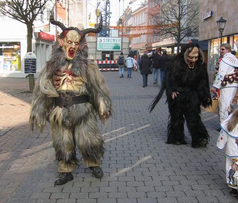 2 Monster beim Konstanzer Umzug
