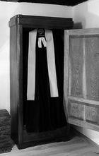 (2) Pfarrers Dienstbekleidung