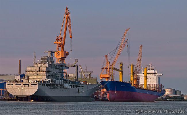 2 Schiffe im Hafen
