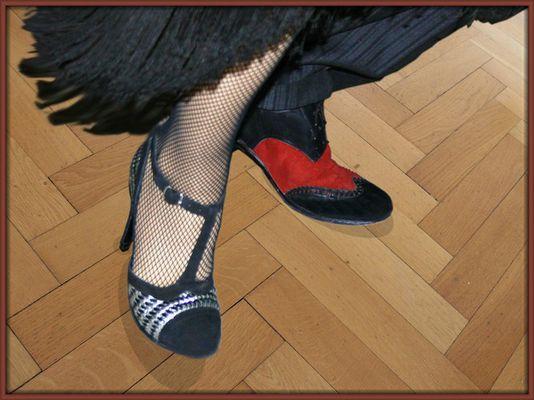 2 Schuhe sind .....