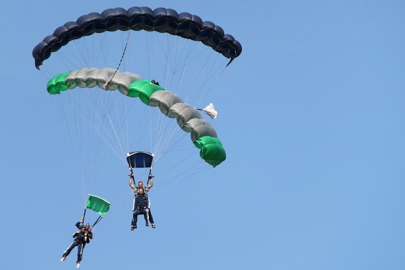 2 skydiver