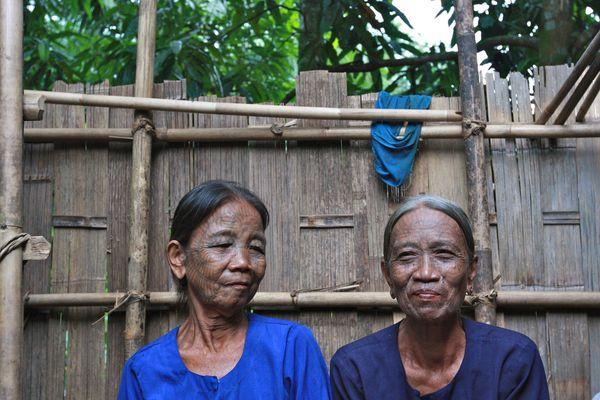 2 Tattoo Woman  Mrauk U-Myanmar