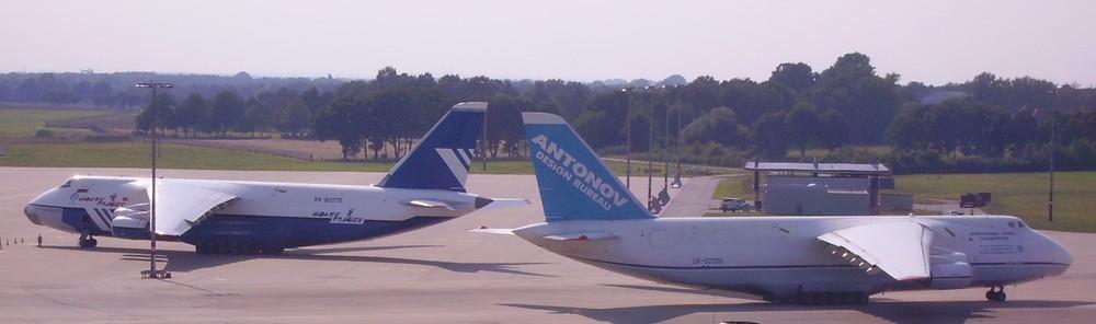 2 x Antonow in HAJ