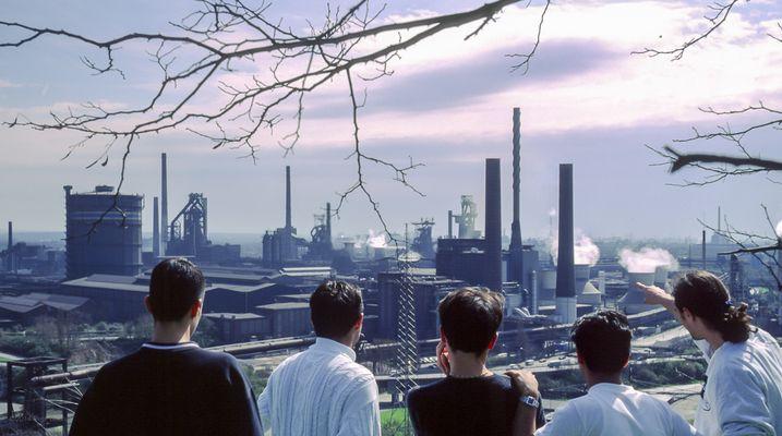 2000 04 Thyssen Krupp Stahl AG TKS Panorama mit Besuchern