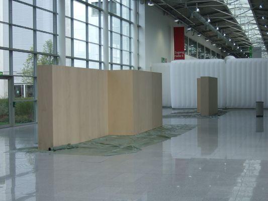 """20.09.2008 Die Ausstellungswände """"fc-Award 2008"""" stehen...."""