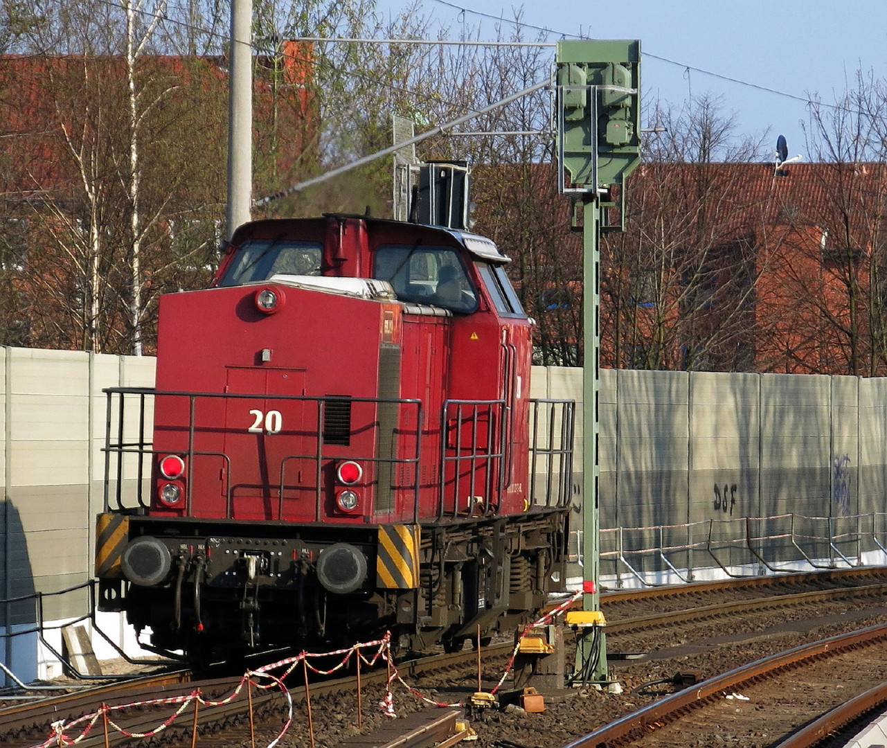 203 122 der BBL fährt in Hamburg-Barmbek