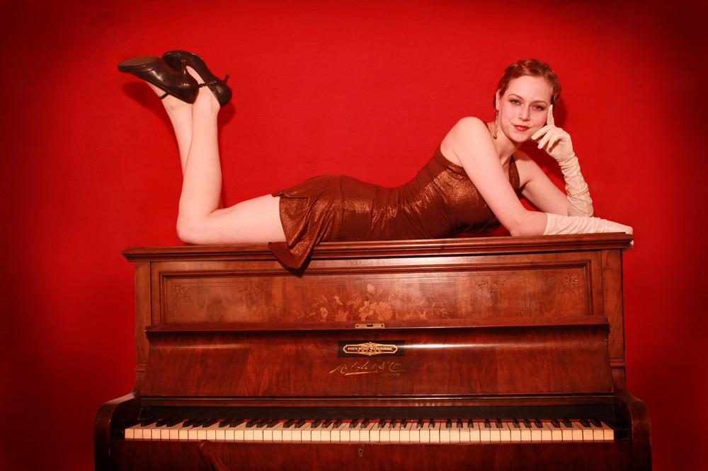 20er: Klavier und Maja 2
