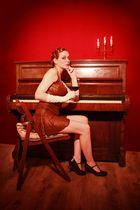 20er: Klavier und Maja 4