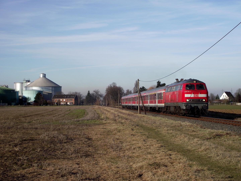 218 139 mit der RB 23 auf der Erfttalbahn