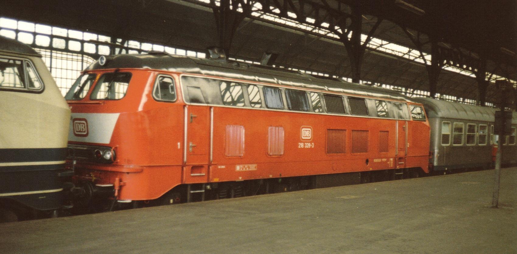 218 328-3 Juni 1988 in Lübeck Hbf