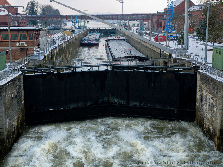 230 Meter lang 24 Meter breit 6000m³/sek