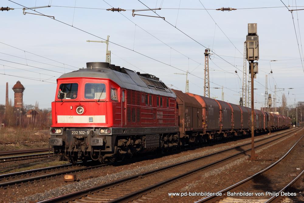 232 502-5 (Railion DB Logistics) mit einem Güterzug