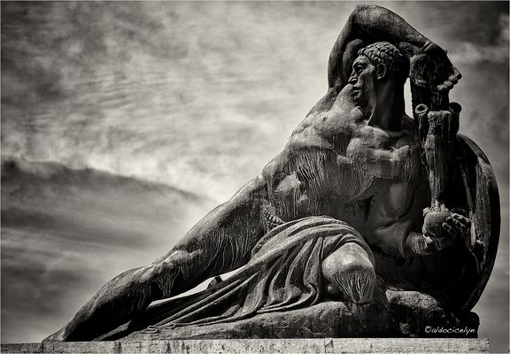 238 Pistoia Statua
