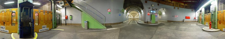 24 m unter der Elbe