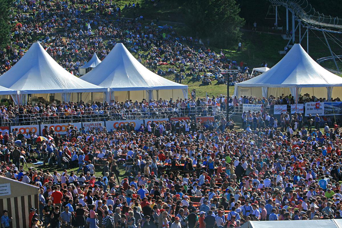 25'000 Menschen friedlich auf dem Berg