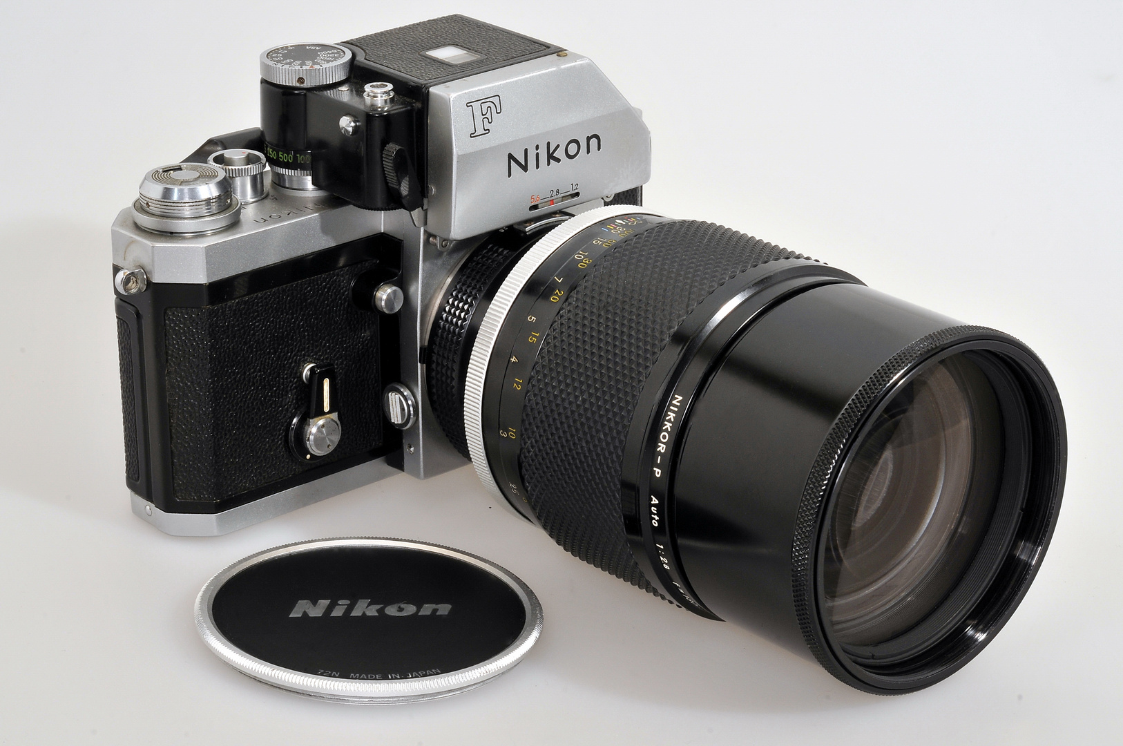 2.8 180mm and Nikon F FTN are 40 years old ........