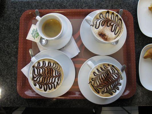 3 cappuccini, 1 espresso, parakalo