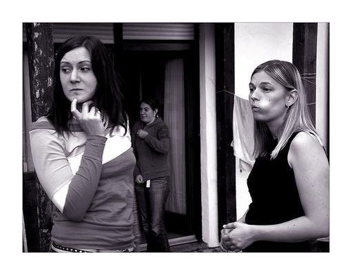 3 Damen im Rahmen