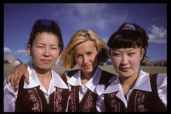 3 damen vom grill