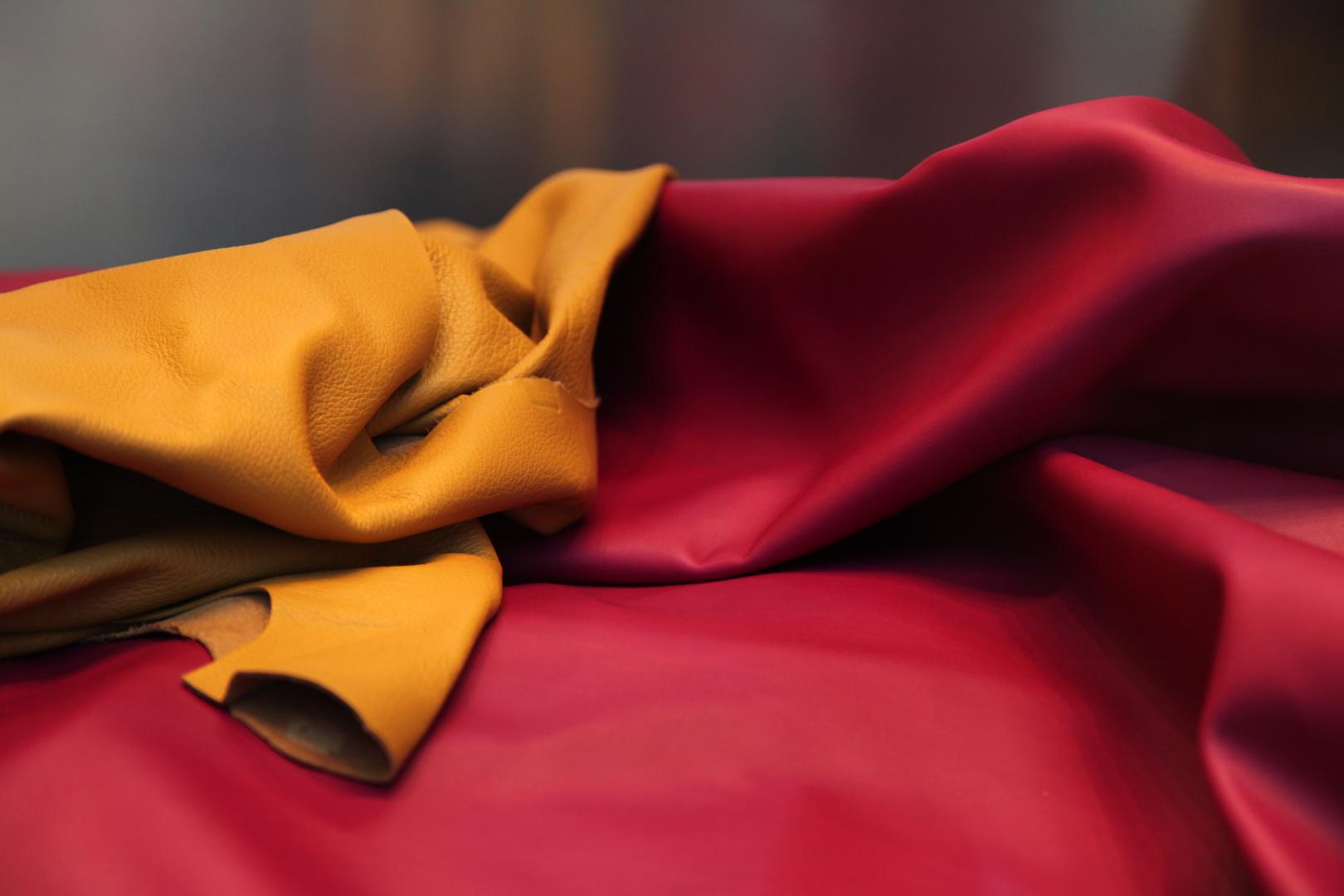 3 Farben: rot und gelb