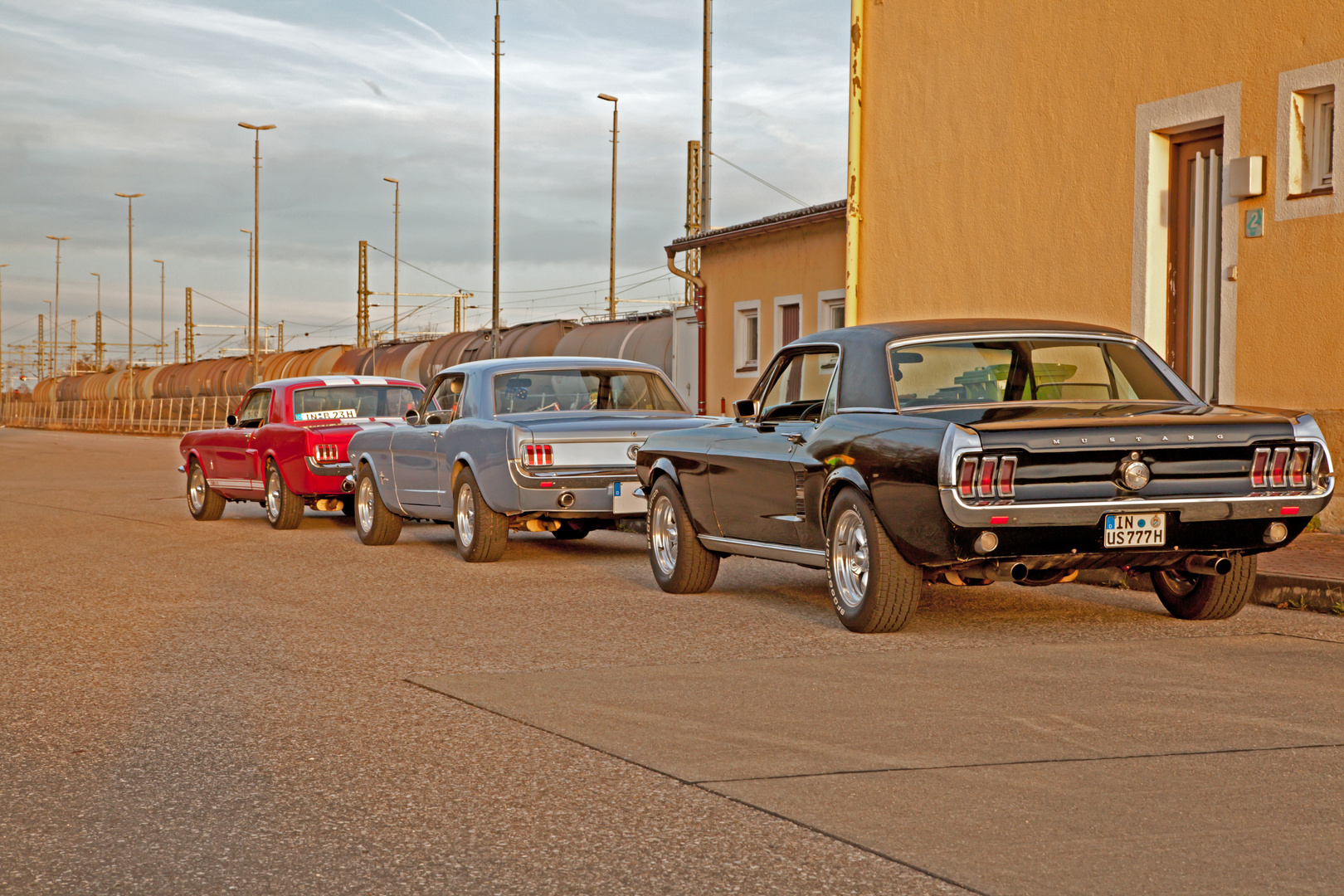 3 Ford Mustang nach Abendlichem Ausflug am Verladebahnhof