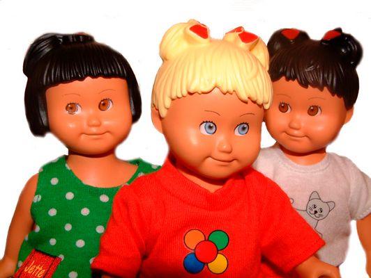 3 Freundinnen aus Plastik
