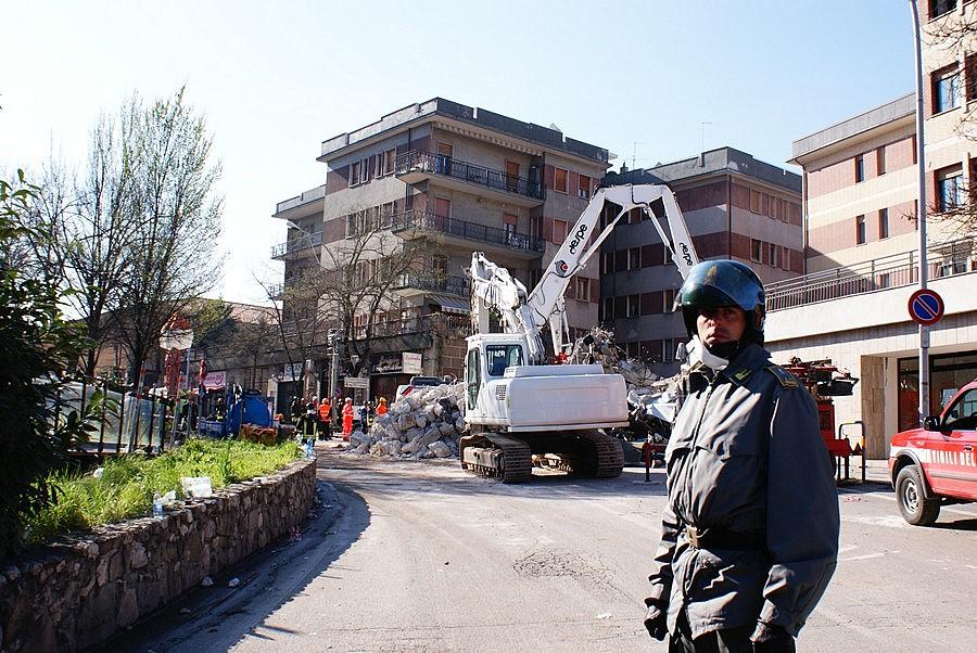 3 - La rimozione delle macerie della Casa dello Studente.