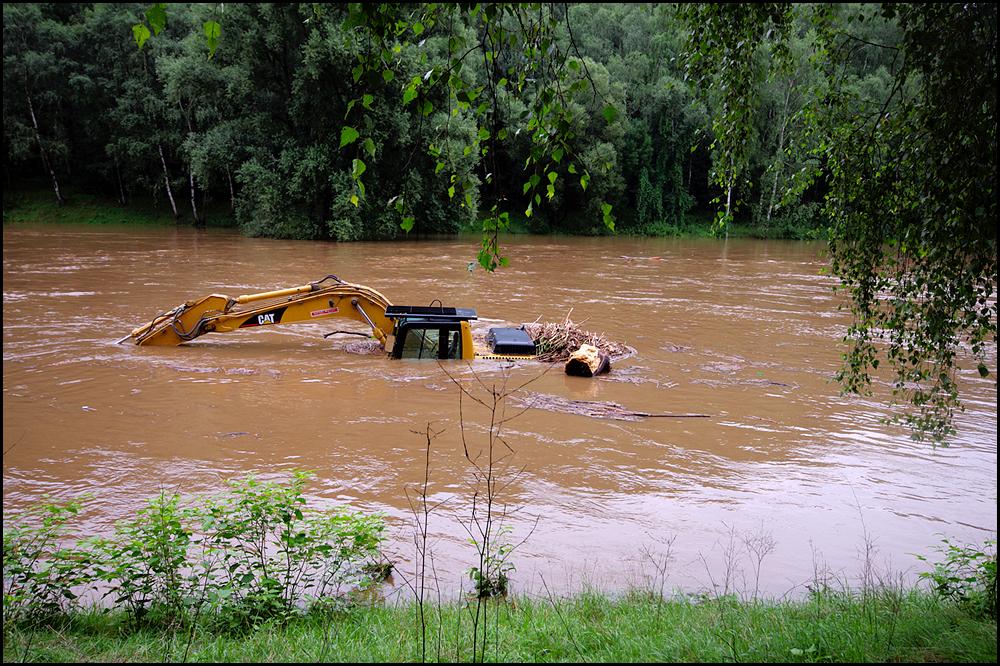 325 beim Hochwasser am 7.8.10 in der Zwickauer Mulde