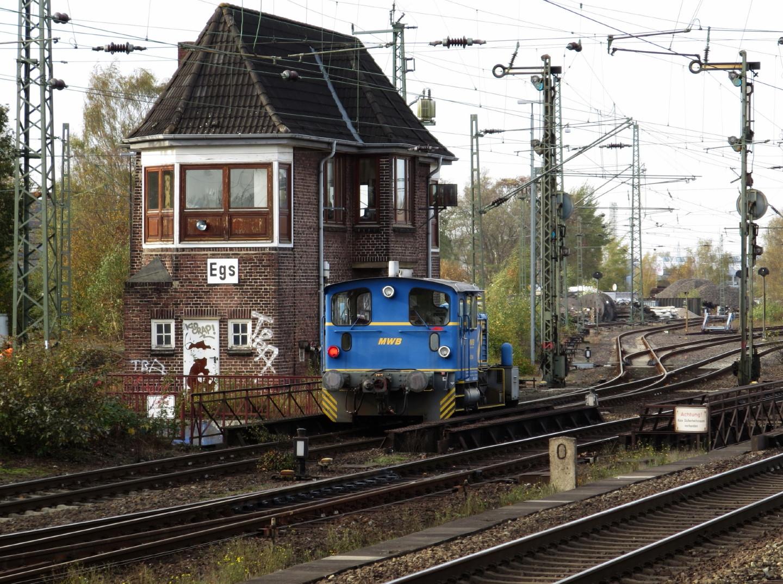 333 172 der MWB fährt in Hamburg-Elbgaustraße