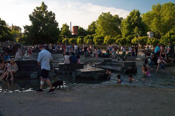 36 Grad in Köln I - ein Wimmelbild