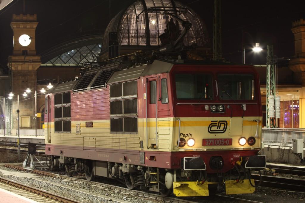 371 005-0 am Hbf Dresden